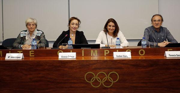 Un momento en la presentación del libro Mujer, discriminación y deporte
